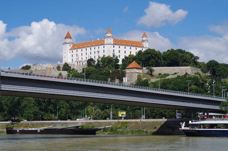 Bratislava, dvorci Slovačke