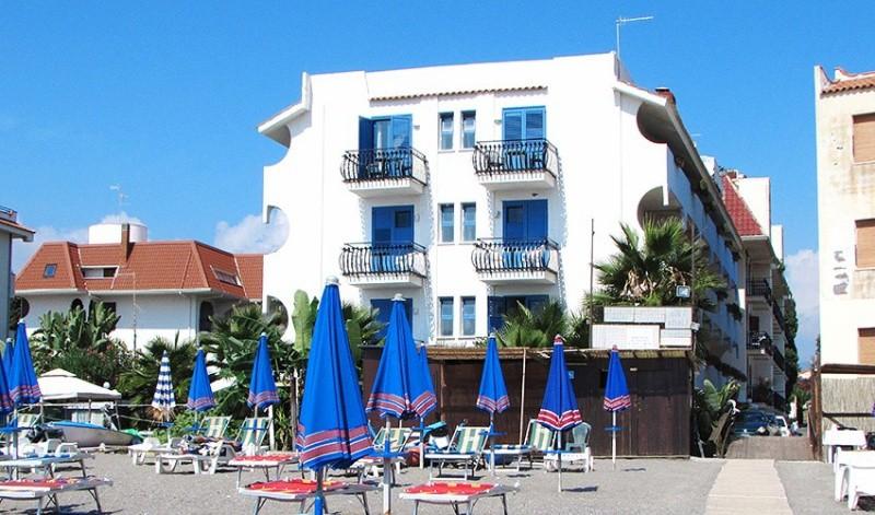 Hotel BAIA DEGLI DEI Đardini Naksos 3*