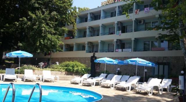 Hotel ARIANA Kiten 2*