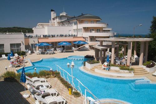 Hotel BELLEVUE Chaika 3*