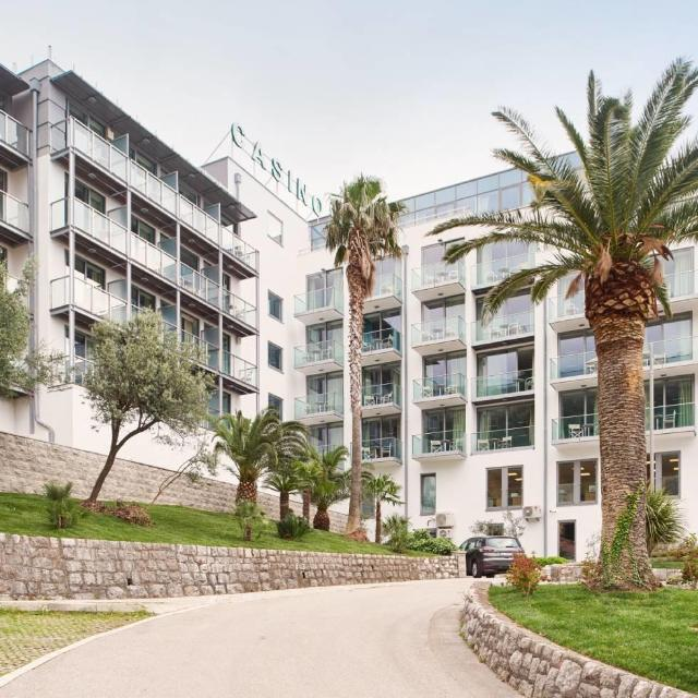 Hotel FALKENSTEINER Bečići